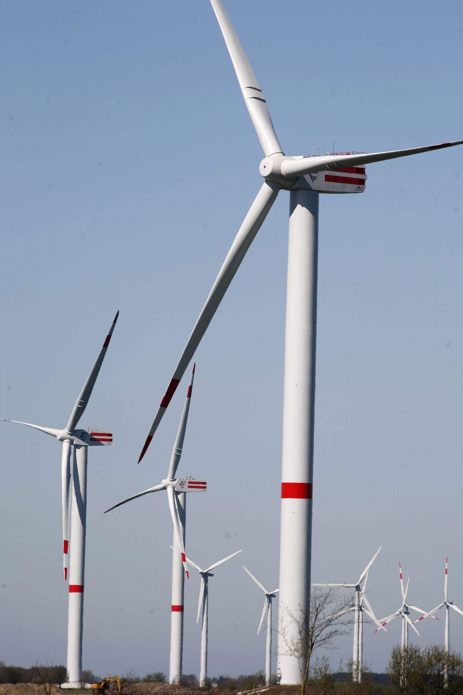 Symboldbild Erneubare Energien / Windräder