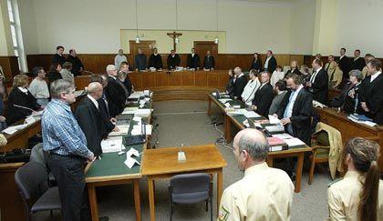 Gerichtssaal in Saarbrücken (beim Prozessauftakt): Wechselnde Aussagen aus dem Trinkermilieu
