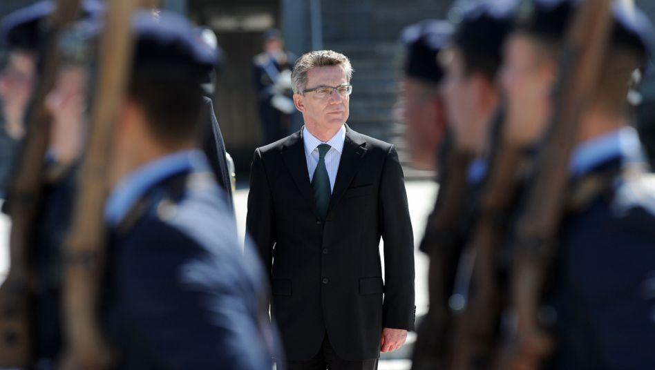 Verteidigungsminister de Maizière: Umstrittenes Engagement seiner Soldaten