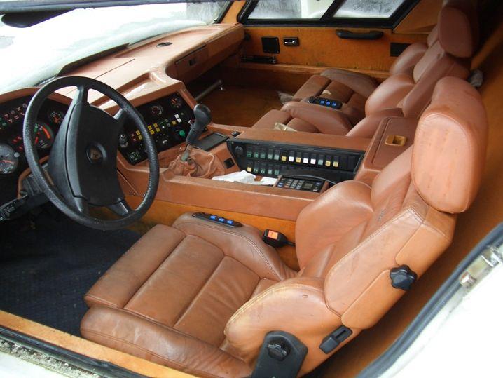Außen innovativ, innen edel: Die Fahrerkabine des Cab-Under