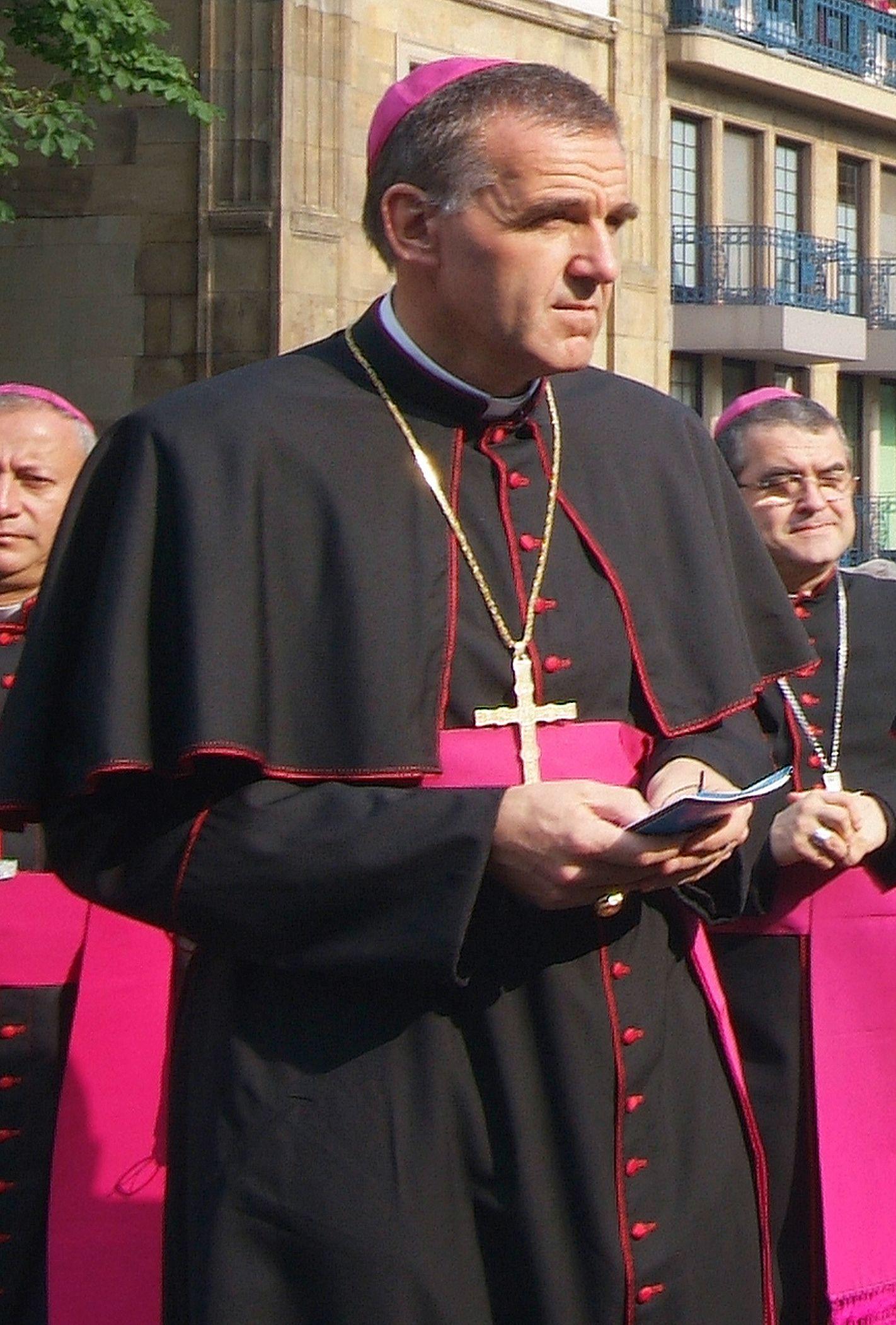 Aachener Weihbischof wegen Untreue angeklagt