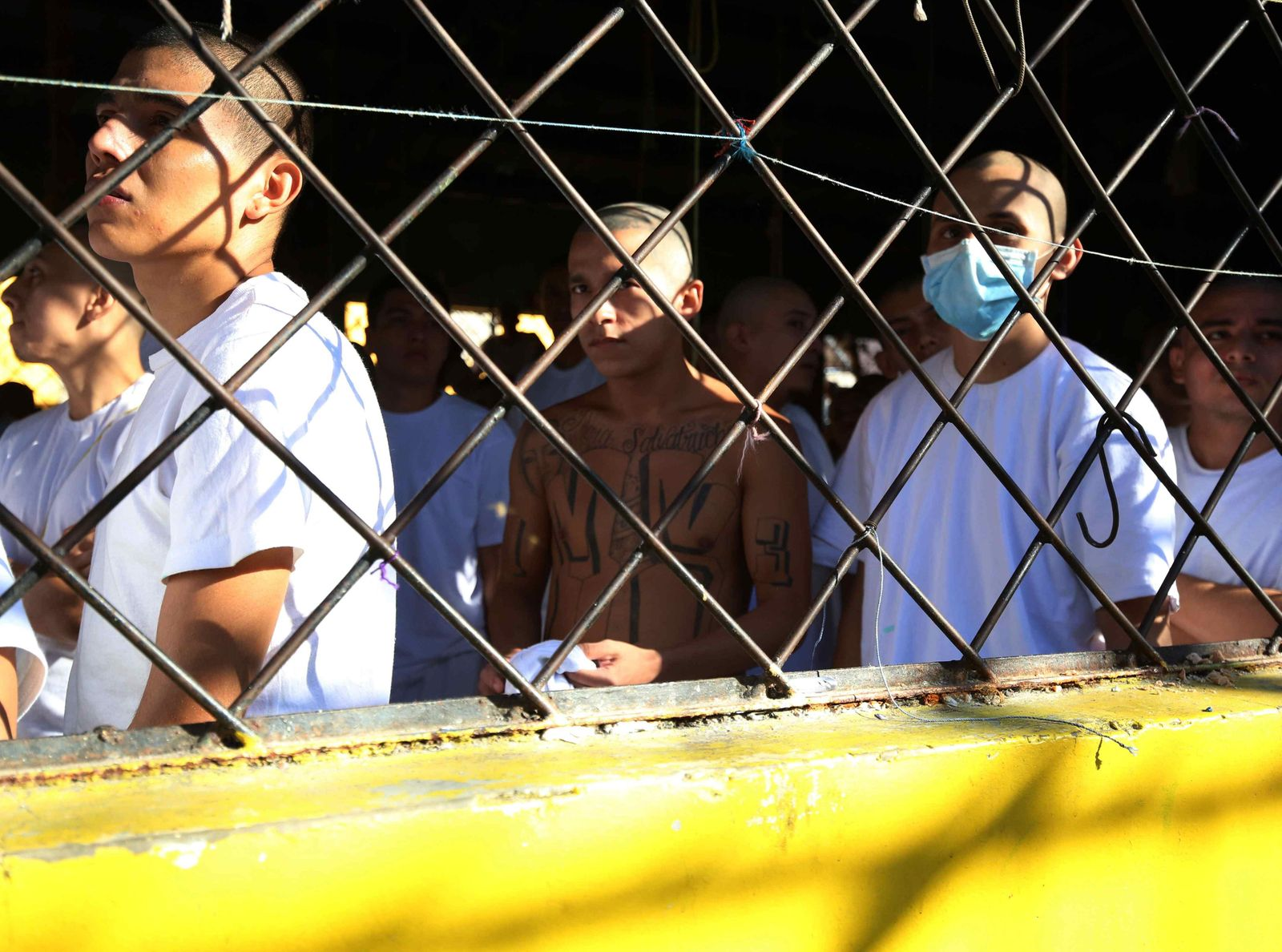 Transfer of prisoners from a Salvadoran prison that will become a university headquarters concludes