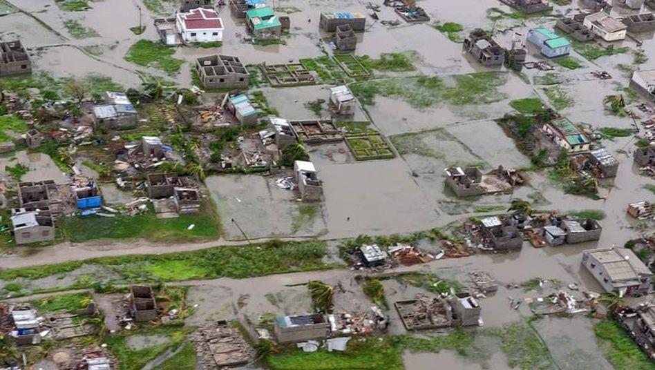 Luftaufnahme von einem überschwemmten Gebiet in Beira, Mosambik