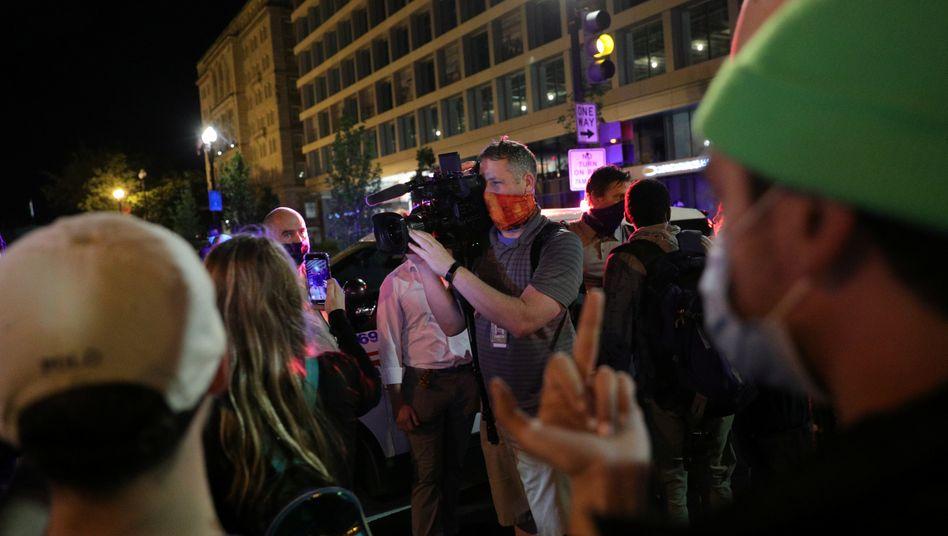 Feindseligkeiten gegen ein Kamerateam von Fox News vor dem Weißen Haus (Bild vom 29. Mai)