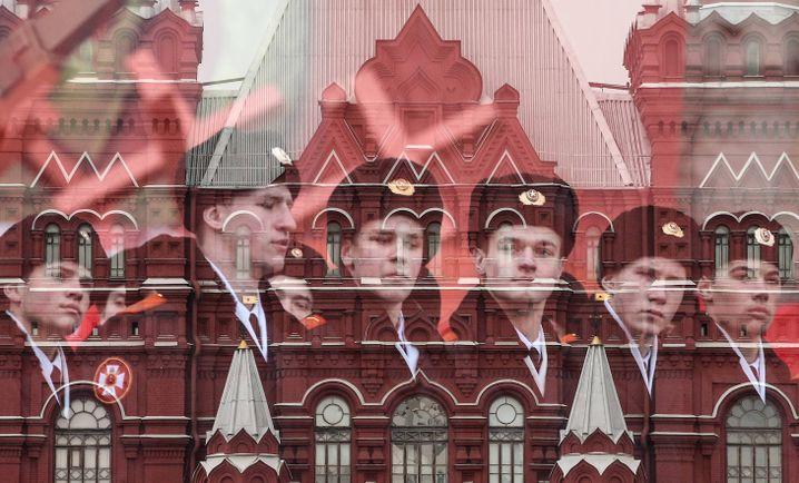 Parade auf dem Roten Platz in Moskau