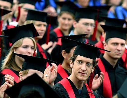 Bonner Absolventen: Sie haben es hinter sich und müssen nicht mehr zahlen