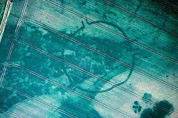 Luftbild der Gosecker Anlage: Monumentales Erdwerk