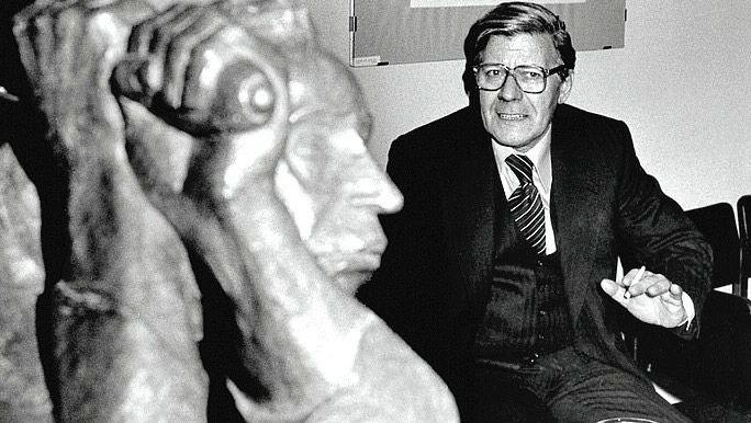 """Expressionisten-Fan Schmidt 1977 (mit Skulptur """"Der Rächer"""" im Barlach-Haus): Schönfärber, aber kein Betrüger"""