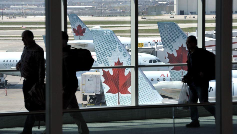 Passagiere am Flughafen (Archivbild): Bewegungen tagelang verfolgt