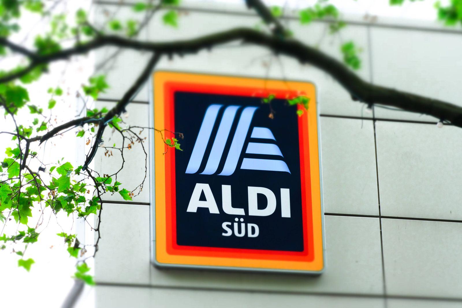 Düsseldorf 05.06.2021 Aldi Süd Lebensmittel Discounter Supermarkt Logo Düsseldorf Nordrhein-Westfalen Deutschland *** D