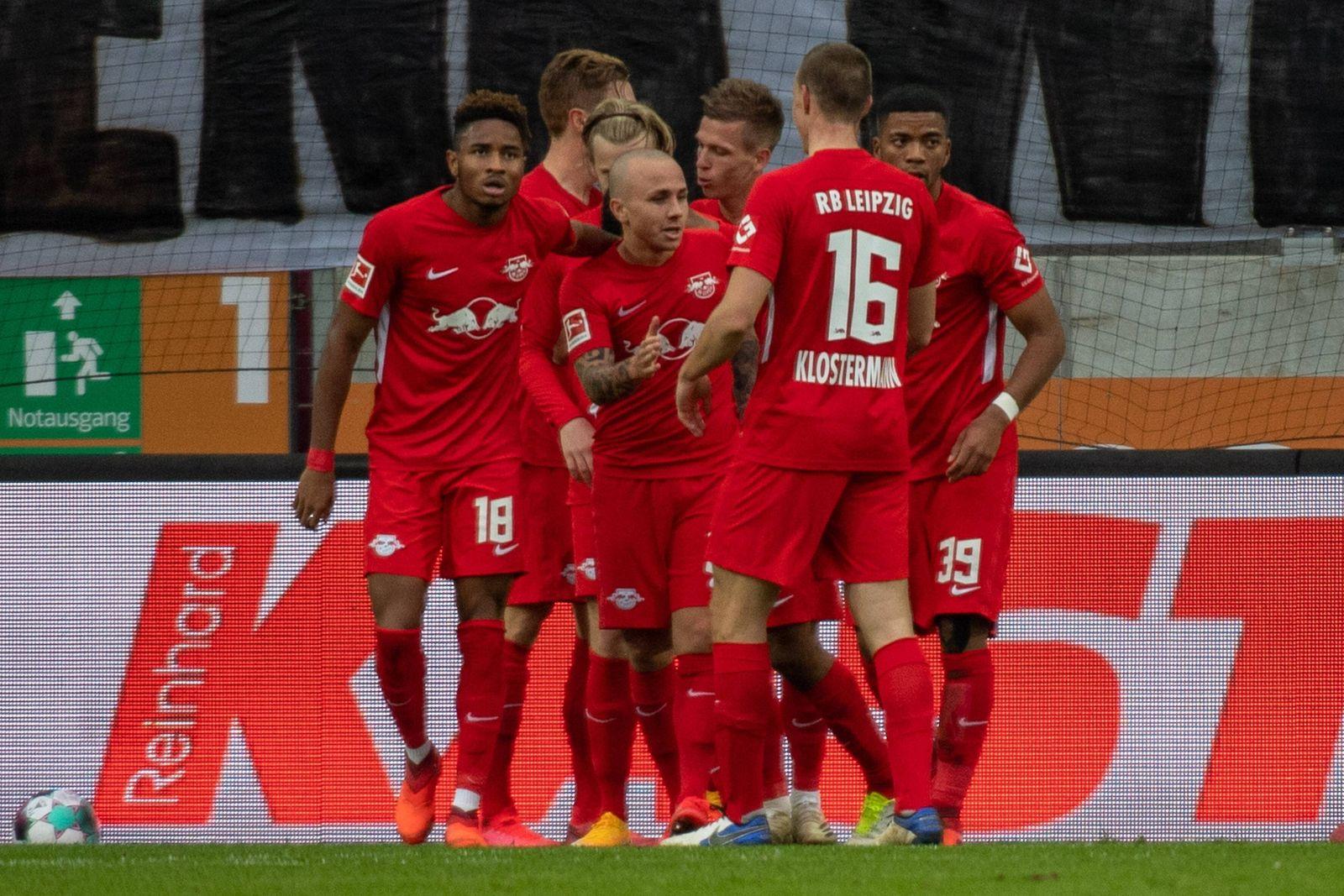 Torjubel RB Leipzig, FC Augsburg vs. RB Leipzig, 1. Bundesliga, 17.10.2020 DFB regulations prohibit any use of photogra