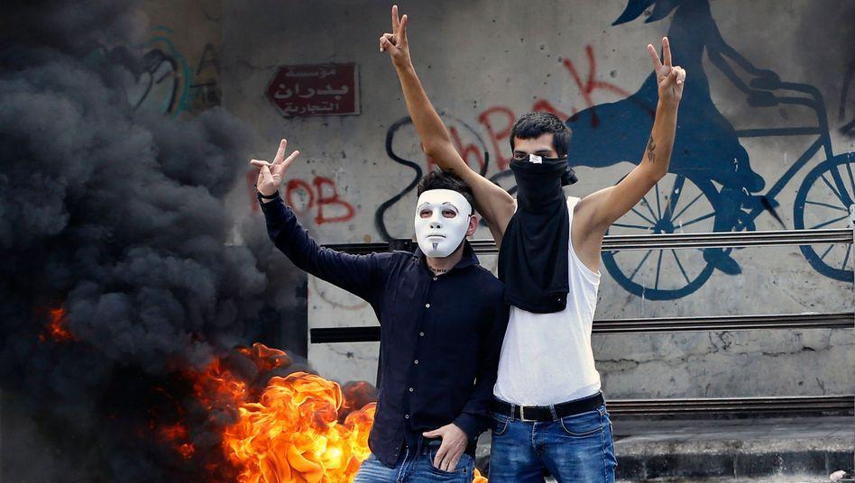 In Beirut demonstrieren Menschen gegen die desolate wirtschaftliche Lage