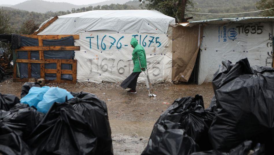 Die Menschen im Flüchtlingscamp von Lesbos leben unter unwürdigen Bedingungen
