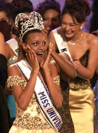 Miss Universe 1999: Miss Botswana Mpule Kwelagobe