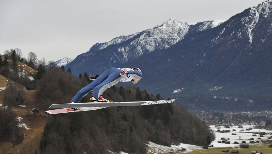 """Skispringer Schmitt in Garmisch-Partenkirchen: """"Meine Anfahrtposition stimmt nicht ganz"""""""