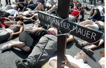 Gedenken an Maueropfer auf dem Potsdamer Platz: 80 statt 1000 Menschen