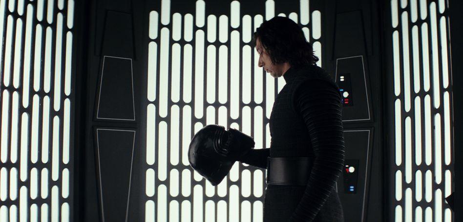 """Adam Driver als Kylo Ren in """"Star Wars: Die letzten Jedi"""""""