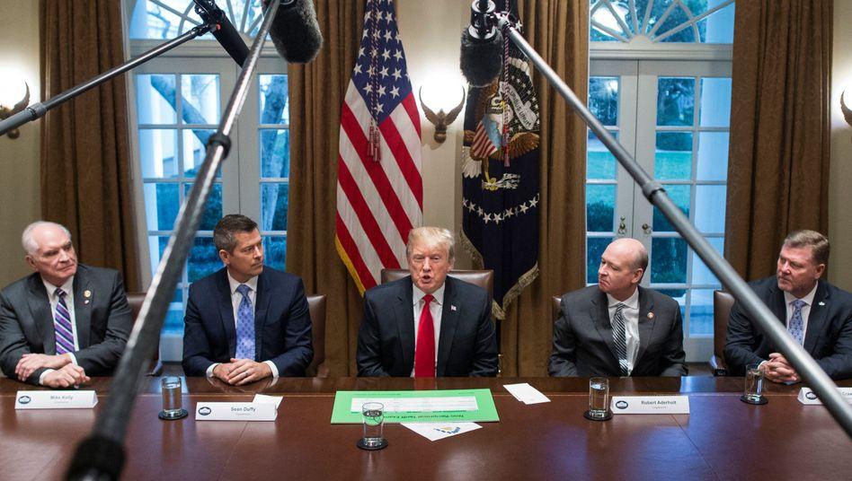 US-Präsident Donald Trump (Mitte)