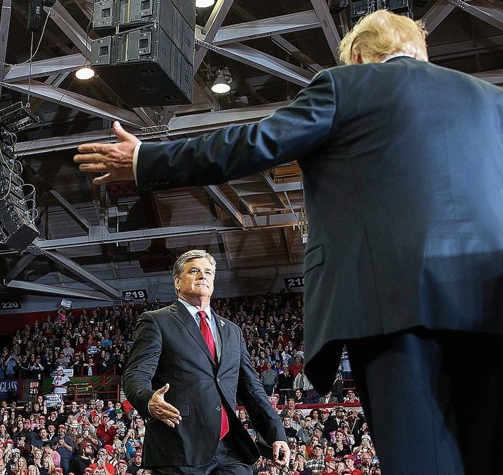 Populists Hannity and Trump in 2018: On Fox News, Democrat Joe Biden is portrayed as a senile puppet in the hands of radical socialists, and millions of viewers are served these bizarre distortions every day.