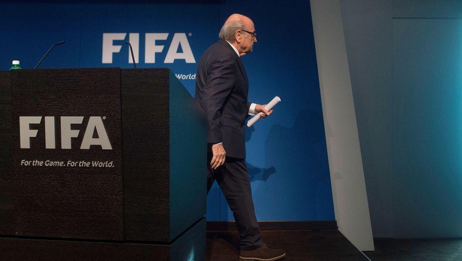 Korruptionsvorwürfe: Fifa-Chef Blatter tritt zurück