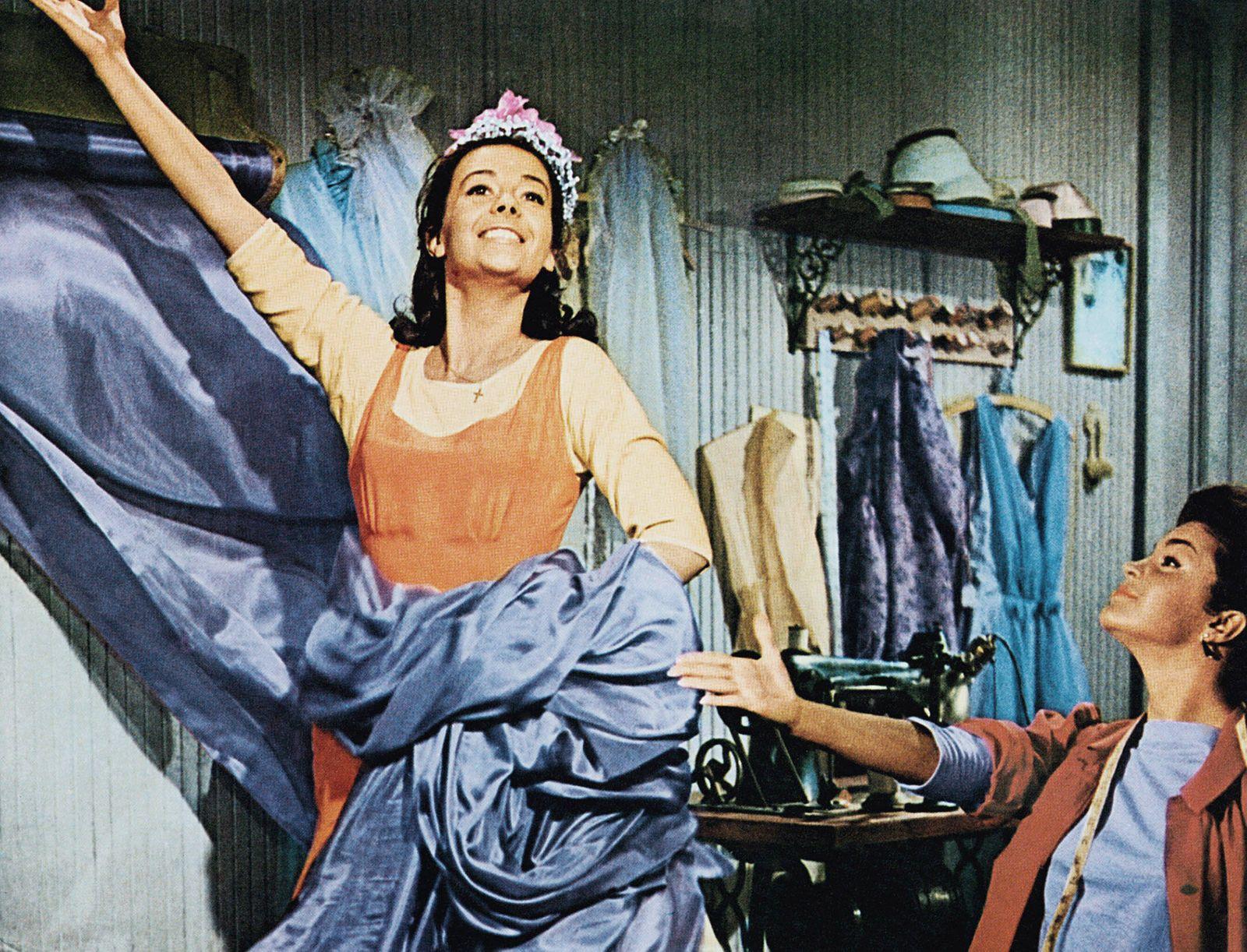 WEST SIDE STORY, Natalie Wood (left), 1961 Courtesy Everett Collection PUBLICATIONxINxGERxSUIxAUTxONLY Copyright: xCourt