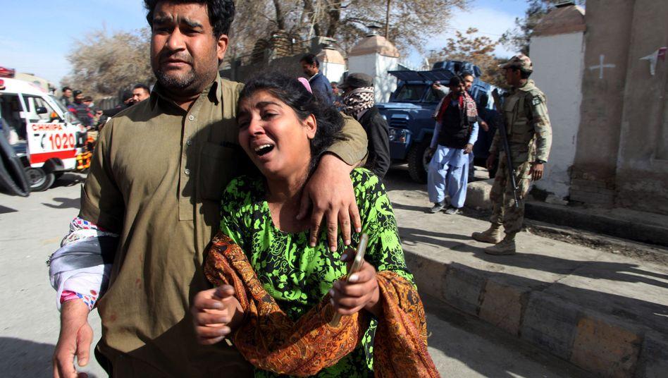 Kirchenbesucher nach dem Anschlag in Quetta