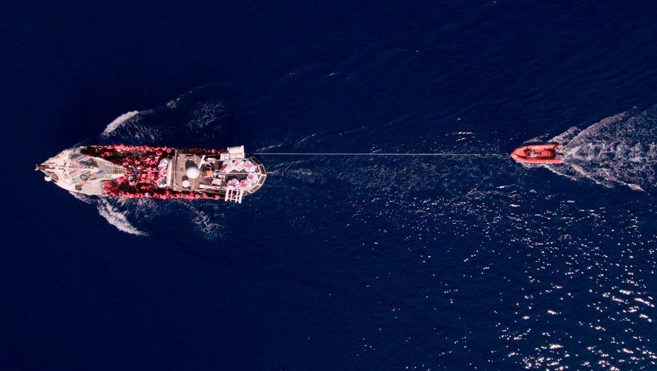 """Das Rettungsschiff """"Eleonore"""" von Mission Lifeline, das Italien inzwischen beschlagnahmt hat (Archivbild)"""