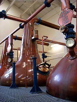 Legende Brennblase: Zweimal wird der schottische Whisky destilliert, die Iren brauchen einmal mehr