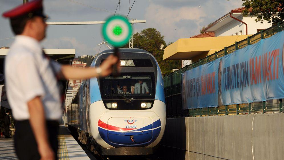 Panne bei Highspeed-Bahn-Einweihung: Erdogan bleibt liegen