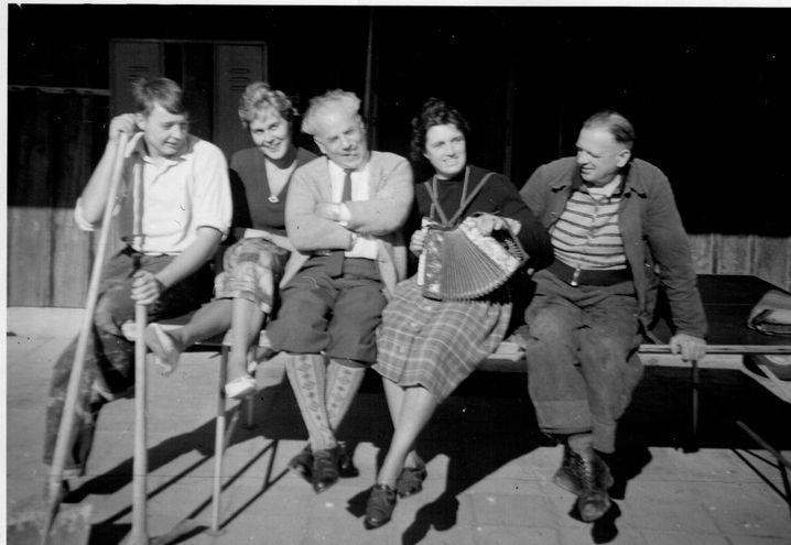 Feierabend beim Zivildienst (Peter Grohmann ganz links)