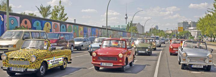 Trabi-Ausfahrt mit East Car Tours: Mit der Rennpappe entlang der Mauer
