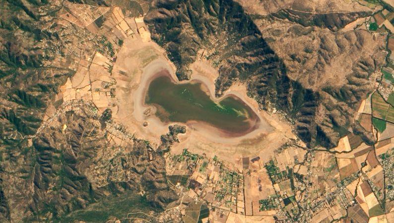 Kein Wasser, nur noch Vegetation: die Laguna de Aculeo in Chile
