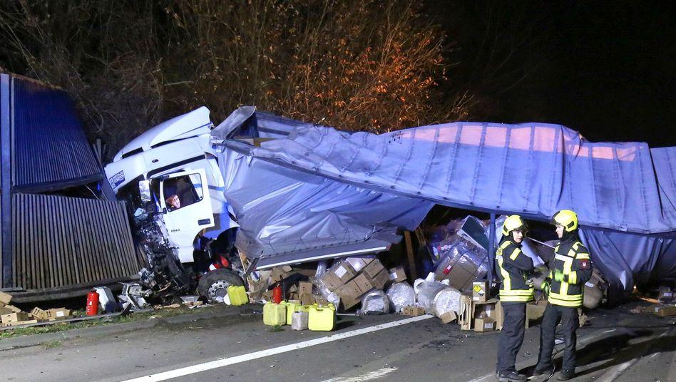 A3 bei Siegburg: Autobahn nach Lkw-Unfall gesperrt