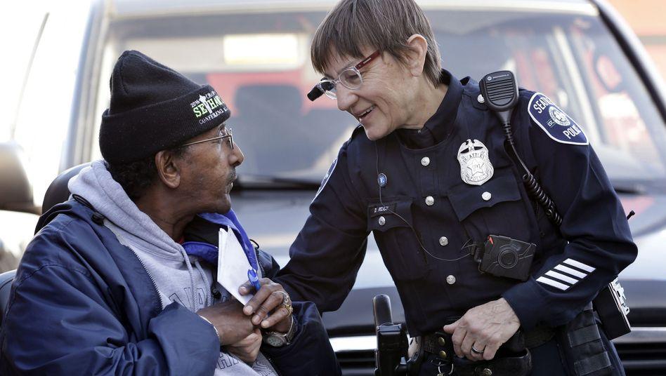 US-Polizistin mit Kamera