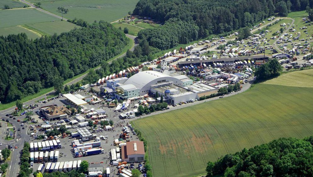Deutschlands größter Autohof: Tank und Mast