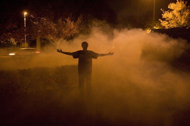 Wenn nur noch Nachtschwärmer unterwegs sind: Nacht, Nebel und eine große Geste