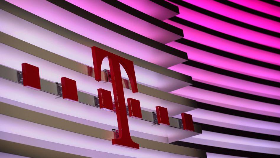 Telekom-Logo: Konzern setzt auf schnelles DSL