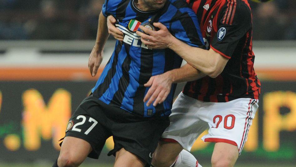 Inters Pandev (l.): Treffer gegen den Lokalrivalen AC Mailand