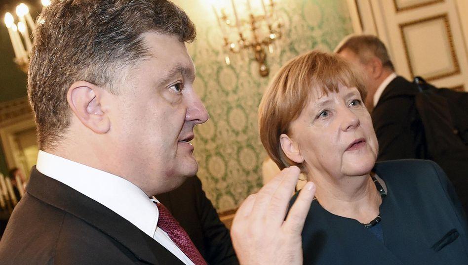 Poroschenko und Merkel (Archivbild): Schlüssel für weitere Schritte