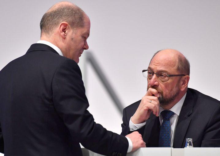 Olaf Scholz, Martin Schulz (beim SPD-Parteitag im Dezember 2017)