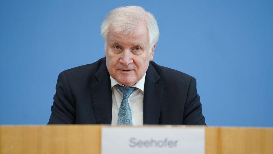 Bundesinnenminister Seehofer: »Querdenken«-Bündnis als »Bestrebung zur Diffamierung und Delegitimierung der freiheitlich-demokratischen Grundordnung«