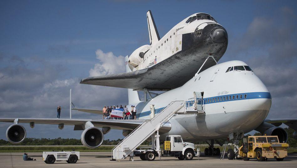 """Doppeldecker: Die """"Endeavour"""" wird von Cape Canaveral nach Kalifornien geflogen"""