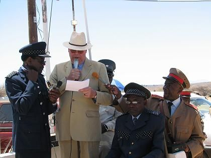 Thilo von Trotha addressing Herero representatives in Omaruru.