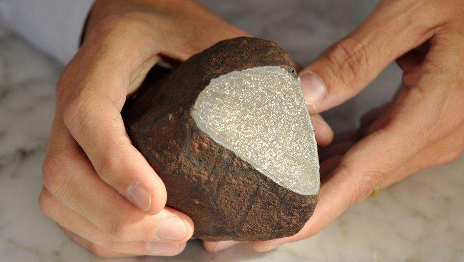 Meteorit: Er sei rund 4,5 Milliarden Jahre alt, sagen Forscher.