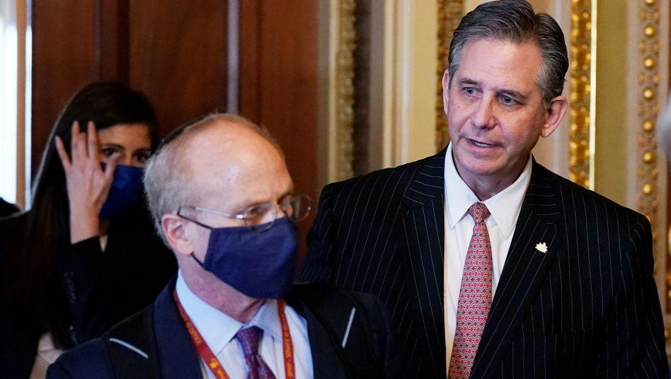 Die Trump-Anwälte David Schoen (links) und Bruce Castor vor dem US-Senat