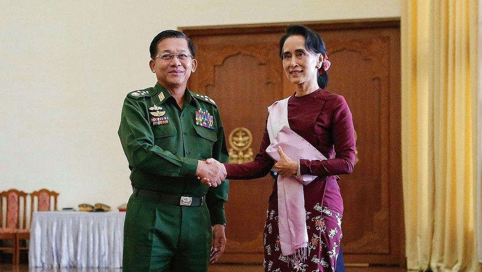General Min Aung Hlaing, Politikerin Suu Kyi 2015: Zusammenprall zweier großer Egos