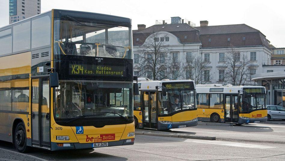 Busse der Berliner Verkehrsbetriebe (Archiv)