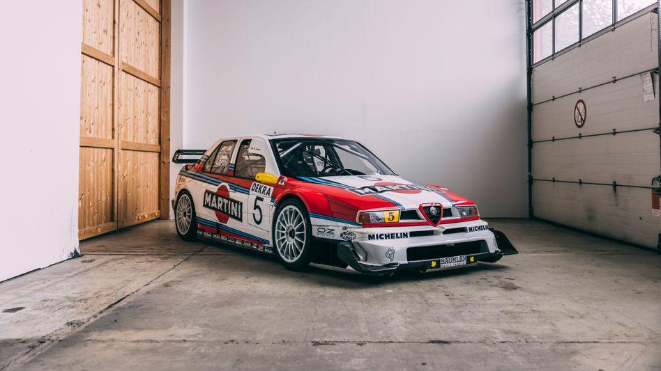 Ein Alfa in Martini-Lackierung: Italienischer als dieser 155 V6 TI kann ein Rennwagen kaum sein