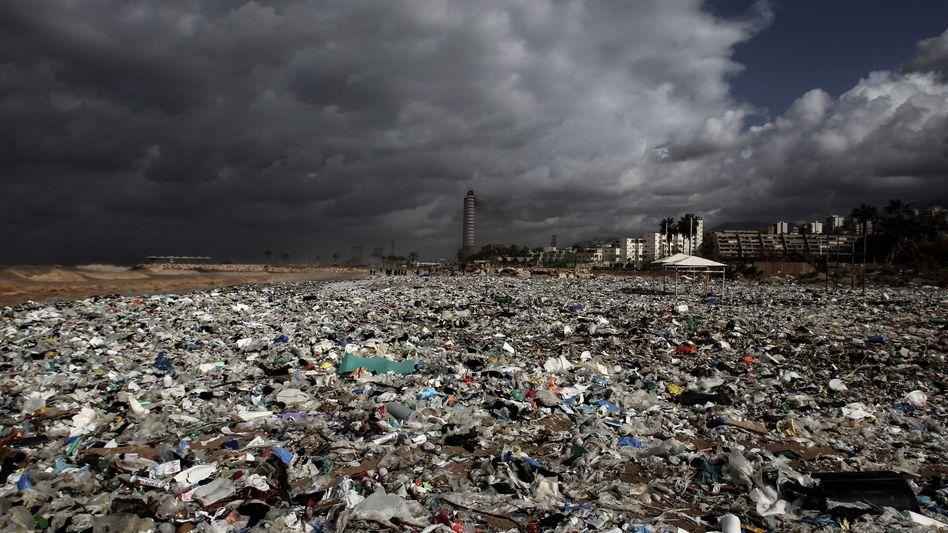 Berge von Müll an einem Strand (im Libanon, Symbolbild)
