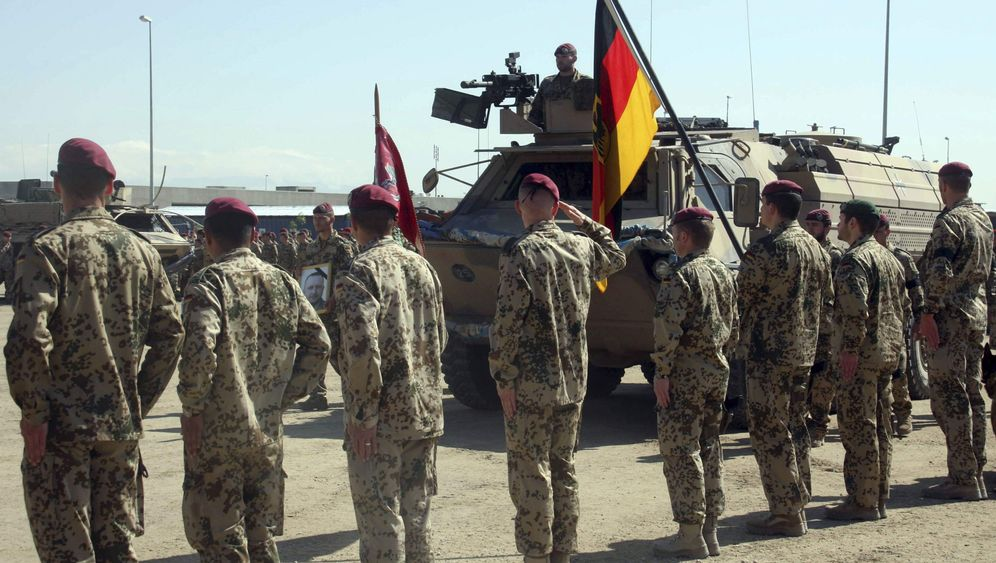 Photo Gallery: German Mourns Fallen Soldiers After Afghan Ambush